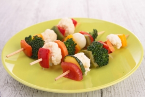Broccoli?  Yes- limit to 1/2 cup.  Cauliflower? No.   Red capsicum bell pepper?  Yes. Carrot?  Yes.  Zucchini?  Yes!