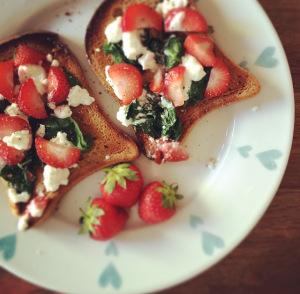 Feta, Strawberry, And Spinach Toast: Low-FODMAPRecipe
